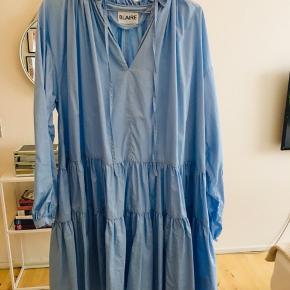 Super flot kjole fra Blaire sælges. Det er en str. 2 som svarer til en M/L.  Kjolen er i fin stand, og kun brugt og vasket en gang.  Mindstepris: 750 inkl. porto.  Mvh. Nina