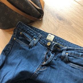 Lee jeans, slim fit Model: Scarlett  Størrelse 28/34