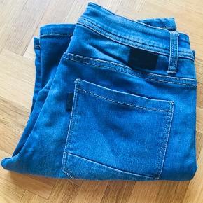 Denim shorts i super god stand fra SuperEgo. Der er god stretch i shortsene.