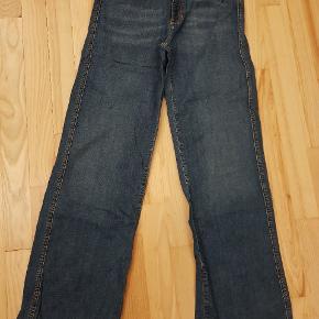 Jeans str 30, længde er 32.
