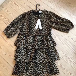 Fineste leo kjole med puf ærmer Aldrig brugt😊