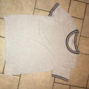 Sælger denne glimmer t-shirt fra pieces  Køber betaler fragt 🌸 Mp: 45 kr
