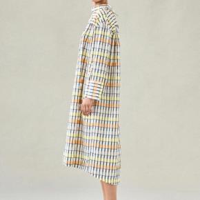 Kjolen er kun brugt en gang, så standen er som ny  Uploader billeder af min egen kjole i aften ⭐️⭐️⭐️