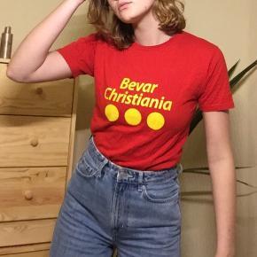 Original Bevar Christiania t-shirt. Brugt 3-4 gange så i super fin stand. BYD:)