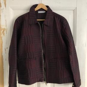 """Mega fed ternet """"blazer""""-agtig jakke. Købt i  et shoppingcenter i Singapore. Den er fra et mærke ved navn """"Leisure Projects"""", som jeg ikke kender.  Størrelse Medium"""