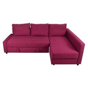 Fantastisk cool IKEA-sovesofa i pink sælges😀 Fejler intet, er kun blevet brugt som gæsteseng få gange. Sælges fordi værelset, den står i, skal ommøbleres. Købt fra ny for 2.500kr og har kun stået i mit hjem, som er dyre- og røgfrit. God opbevaringsplads i chaiselongen og super nem at folde ind/ud.  Afhentes samlet i Assensgade 20, 1.sal. Den kan skilles ad i to-fire store dele, så den er let at transportere.  Produktinformation (fra IKEAs hjemmeside): Denne sofa kan hurtigt forvandles til en rummelig seng ved at fjerne ryghynden og trække understellet ud. Sofa, chaiselong og dobbeltseng i ét. Opbevaringsplads under chaiselongen. Låget står åbent, så du nemt og sikkert kan tage ting ud og lægge ting på plads. Du kan placere chaiselongen til venstre eller højre for sofaen og ommøblere, når du har lyst. Betrækkets slidstyrke er testet til at holde til 35.000 cyklusser. 15.000 cyklusser eller mere er velegnet til møbler, der bruges i private hjem, hver dag. Mere end 30.000 cyklusser er et tegn på evne til at modstå slid. Betrækket har et lysægthedsniveau på 5 (evnen til at modstå falmning) på en skala fra 1 til 8. Ifølge branchestandarder er et lysægthedsniveau på 4 eller derover velegnet til brug i hjemmet.