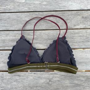 Super sød bikinitop fra H&M Passer en S Aldrig brugt - kun prøvet på og vasket en gang Indlæg følger med, men kan tages ud Nypris: Ca. 150kr Smid gerne et bud pb eller brug køb nu☺️