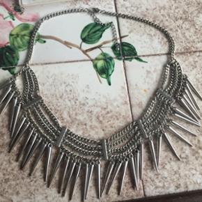 Fed halskæde (sølvfarvet)  Fra H&M  Ingen spor af brug