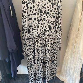 Neo noir kjole, brugt en enkelt gang.