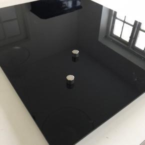 Focus chat board, til magneter og kan skrives på med hvid tus.  Mål 40 x 50 cm  Nypris 666,- sælges for 300,-  Afhentes 9520 Skørping, eller sendes (plus Porto)
