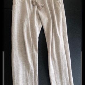 Buch bukser sælges. Passer en small, lille medium