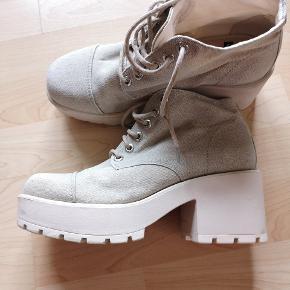 Vagabond Dioon sko i beige tekstil og læder indersål  Kom med et bud