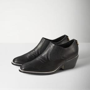 Fine ankel cowboy støvler fra Rag & Bone Købt i USA for et par år siden - brugt 10 gange maks, er i rigtig god stand! Nypris 3100,00 DKK