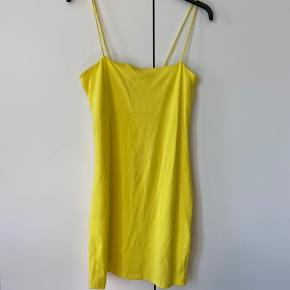 Sød sommer kjole fra Ginatricot!   Str L, men passer også en M ✌🏽