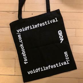 Tote bag i kraftigt lærred fra Cinematekets Void Film Festival 2019. Som ny.