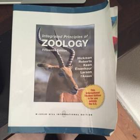 Integrated principles of zoology 15.edition. Har få overstregninger,  de fleste er dog foretaget med blyant og kan dermed let fjernes.  BYD 😊