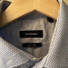 Ingen fejl eller mangler, intet slitage, virkelig høj kvalitetsskjorte. Ny pris 900