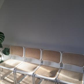 sælger 4 retro ( ligesom thonet) stole, brugt med nogle små mærker samletpris 500 kr pris per stol : 175kr