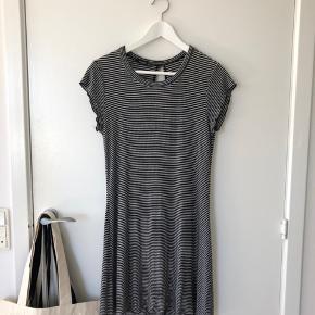 Kjole fra Mango. Den er blevet brugt mange gange, men er stadig i fin stand. Kom med bud👋🏼☺️  #30dayssellout