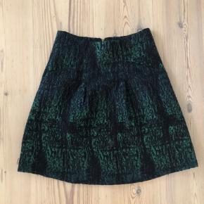 Nederdel købt i Japan, og derfor ukendt mærke.