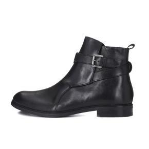 Sælger disse lækre og stilede støvler fra det populære danske modemærke, Royal Republiq. De er aldrig brugt og kostede 1649,-  Byd!
