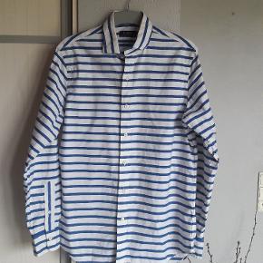 Fed skjorte fra Ralph Lauren.  Str. M. Brystmål ca. 58 x 2 cm Længde ca. 78 cm. Lidt længere bagpå.  Handler helst via mobilpay Bytter ikke