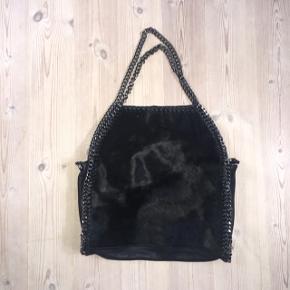 I Ægte læder og ko-skind, som kan bæres på flere måder :) Af mærket borse in Pelle   Ny pris var 1200