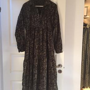 Smuk kjole - brugt en gang -  ny pris 650,-