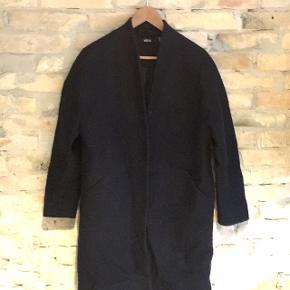 Blå overgangsfrakke fra Ellos sælges ☺️ Uld blanding   Passer en s/m ✔️