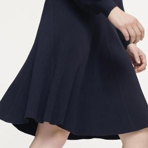 Smuk klassisk nederdel med elastik i taljen ✌🏼