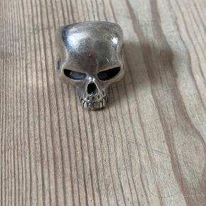 The Great Frog - Sterling silver. 'Medium Evil Skull Ring' Size: Q 1/2 = 57,65