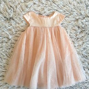 POMPdeLUX kjole i str. 86 Brugt 1 gang er så smuk på.   Handel via ts pålægges der ts gebyr på prisen.   Sender gerne hvis du betaler porto.
