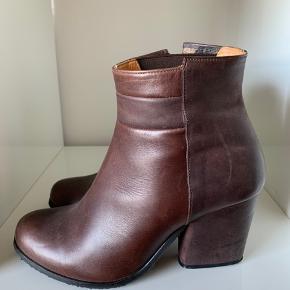 Smukke støvler , i pæn stand ❤️