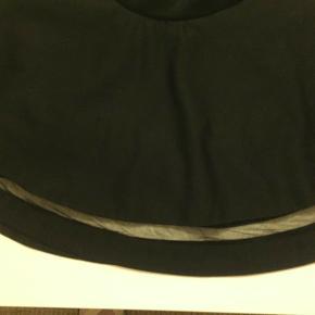 sød nederdel med et lille net stykke forneden det giver det lige et lille ekstra elastik i taljen Sender med DAO modtager betaler porto