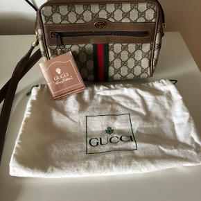 Gucci ophidia cross body taske, vintage taske køb på Vestiaire. Tasken er i flot stand. Sælges Kun da jeg har købt en nyere model. Medfølger certifikat fra Vestiaire og gucci, samt dustbag
