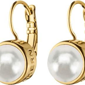 De smukke Lulu øreringe fra Dyrberg/kern