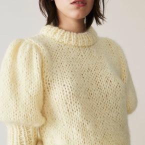 Smuk ganni julliard mohair sweater med pufærmer.  Str medium
