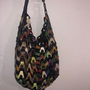 Mangefarvet lædertaske fra Octopus.  Har ikke brugt den i lang tid, og derfor sælges den.