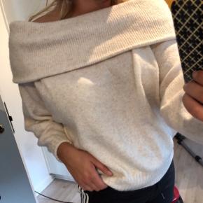 Off shoulder sweater. Aldrig brugt, BYD gerne
