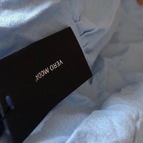 Fin nederdel, i en flot blå farve fra Vero Moda🛋 Sælges da den er for stor:/ ALDRIG BRUGT😌