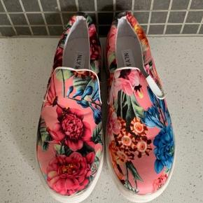 NLY Trend flats