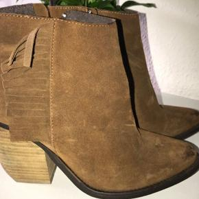 Lækre støvler i ruskind
