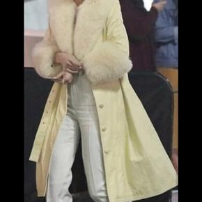 Vil gerne bytte denne jakke med en sort/brun/grøn frakke i samme model. Sælger ikke