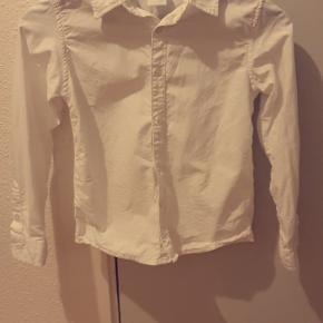 Fin hvid skjorte, brugt et par gange til jul og fødselsdag.