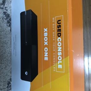Xbox one i HVID. 500gb  Købt brugt fra gamestop, men vi ønskede en PlayStation i stedet. Der er stadig 2 års garant på