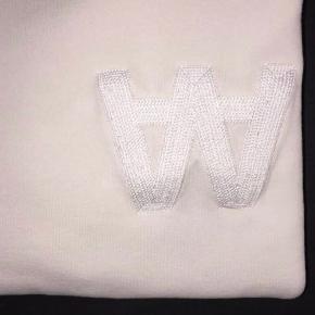 Sweater fra Wood Wood i off white sælges🌸 Sælges billigt så bare byd!