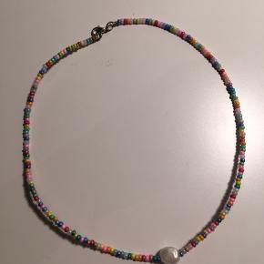 Hjemmelavet halskæder, laves ved køb. De måler cirka 38cm.  Prisen er eksklusiv fragt, der sendes med Dao.