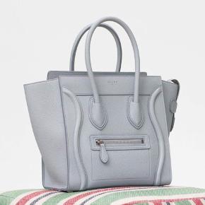 Celine luggage mini i en lys grå/blå  farve (sky blue) sælges, da jeg ikke bruger den nok!   Tasken er så smuk, og i super god stand (læderet er stadig stift) som det ses på billederne. Jeg bytter ikke!   Nyprisen på denne taske er i dag omkring 22.000,- heraf er min pris rigtig god!    Tags: Prada, Louis Vuitton, moncler, Gucci, Alexander McQueen  🌸🌸🌸