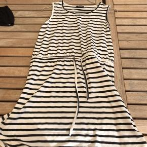Denne nye super fine kjole. Str 12-13 år. Mega fin Byd
