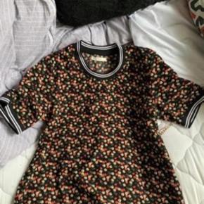 Sælger denne fine t-shirt str M helt ny :-)